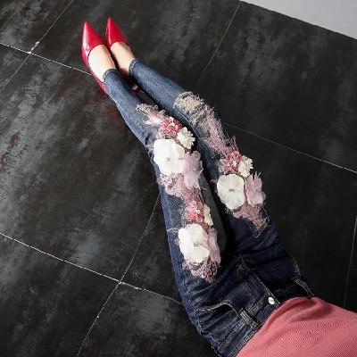 欧洲站2018春秋新款韩国刺绣时尚花朵牛仔裤破洞重工休闲修身显瘦